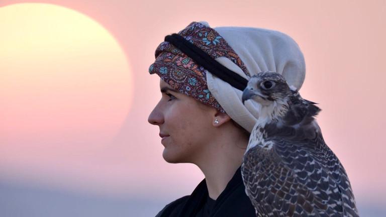 Porträt Laura Wrede mit Falken