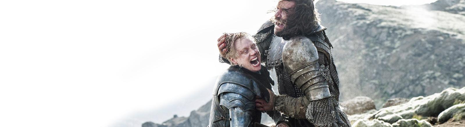 Szene aus Game of Thrones: Brienne von Tarth kämpft mit Sandor Clegane.