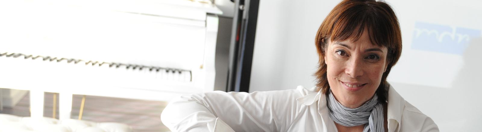 """Die Paartherapeutin Ann-Marlene Henning posiert am 28.10.2014 in Berlin am Rande der Pressekonferenz zur neuen Staffel der Aufklärungsreihe """"Make Love - Liebe machen kann man lernen""""."""