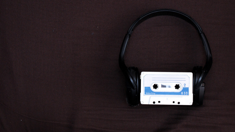 Tape mit Kopfhörer