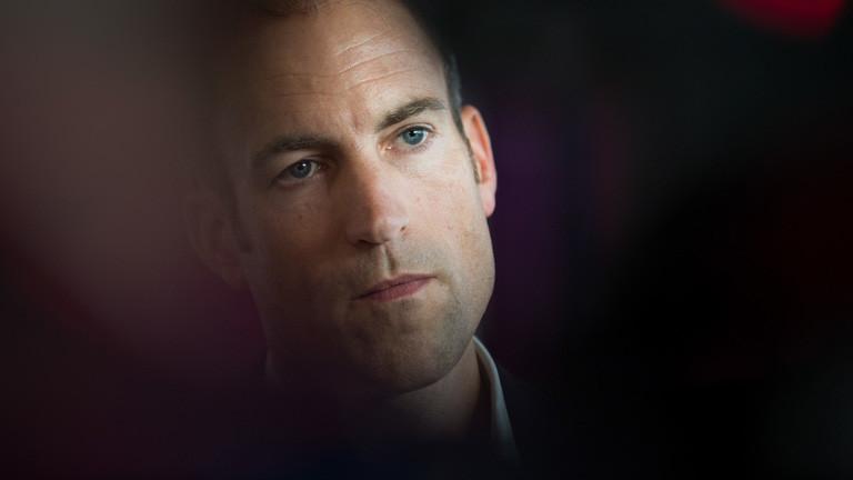 """Der Chefredakteur von """"Spiegel Online"""", Florian Harms, gibt am 01.12.2015 in Hamburg nach einem Pressegespräch im Konferenzraum K4 im Verlagsgebäude am Rande der Hafencity ein Interview."""