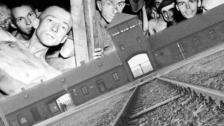 Das KZ Auschwitz und befreite Gefangene im Hintergrund.