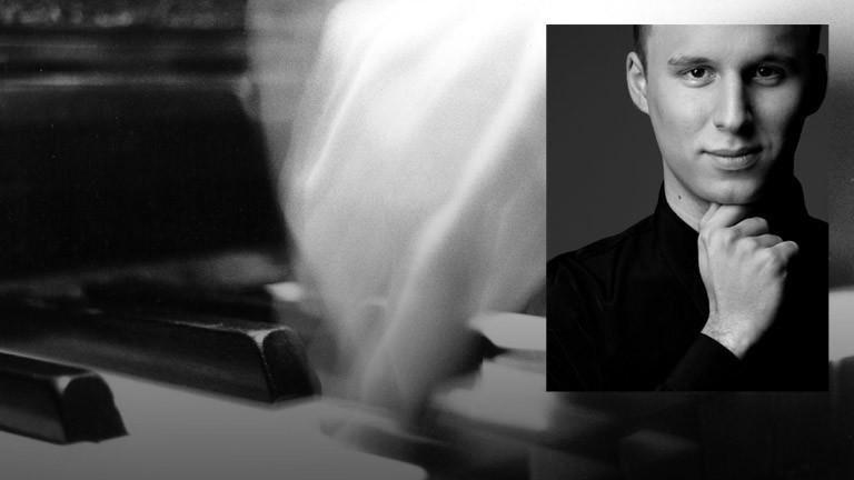 Der Pianist Martin Tchiba