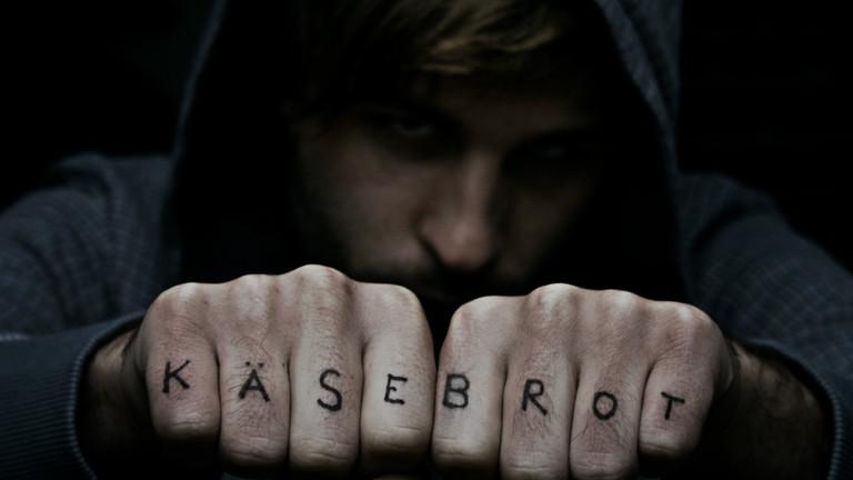 Käse-Brot-Finger-Tattoo