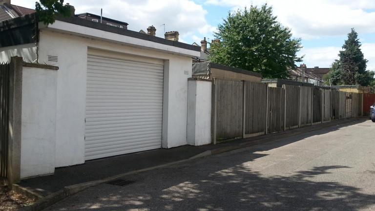 london informelles wohnen in garagen und hinterh fen dradio wissen. Black Bedroom Furniture Sets. Home Design Ideas
