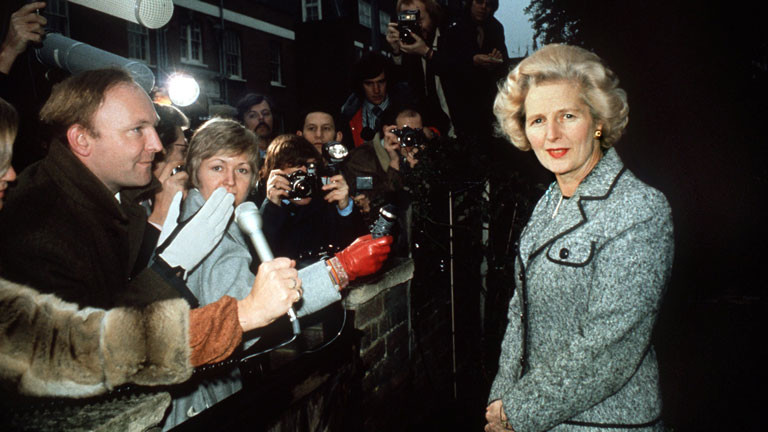 Die Parteivorsitzende der britischen Konservativen, Margaret Thatcher, gibt im Februar 1975 eine Pressekonferenz nach ihrem Wahlsieg bei den Vorstandswahlen der Tories.