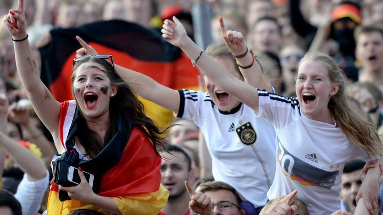 Weibliche Fußballfans.