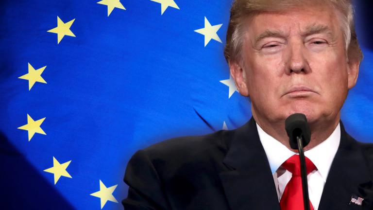 Donald Trump vor der Europa-Flagge.