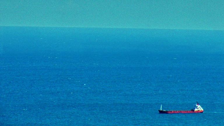 Ein Schiff auf hoher See