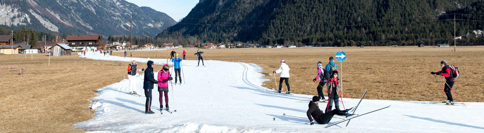 Folgen der Klimaerwärmung: Künstlich angelegtes Skigebiet in Tirol (Leutaschtal)