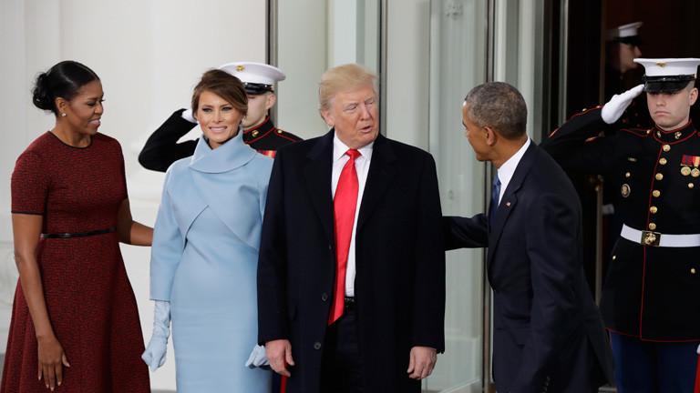US-Präsident Barack Obama und seine Frau begrüßen den künftigen Präsidenten Donald Trump und seine Frau vor Trumps Vereidigung