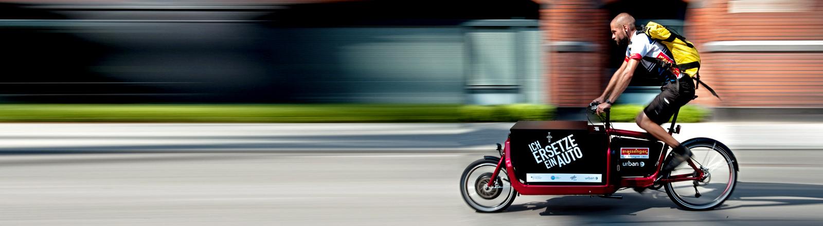 Ein Fahrradkurier.
