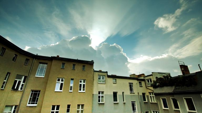 Wohnhäuser mit Himmel