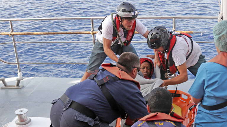 Gerettete Flüchtlinge auf der Aquarius