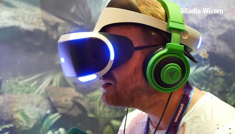 Christian mit Virtual-Reality-Brille