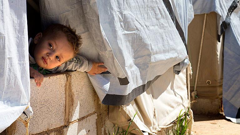 Ein syrisches Kind in einer Notunterkunft im Libanon, Bild: dpa