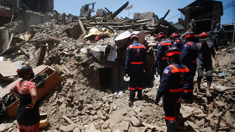 Aufräumarbeiten nach dem Erdbeben in Nepal