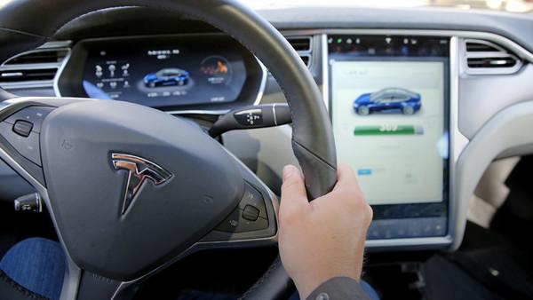 Innenraum des Fahrzeugs Tesla S
