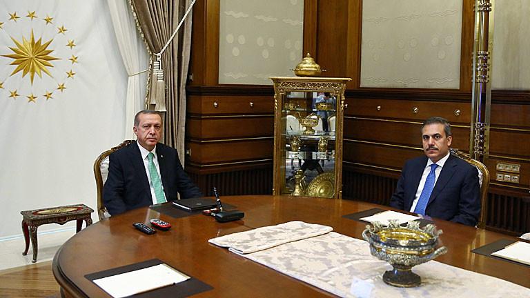 Recep Tayyip Erdogan und der Chef des türkischen Geheimdiensts Hakan Fidan am 22. Juli 2016 in Ankara