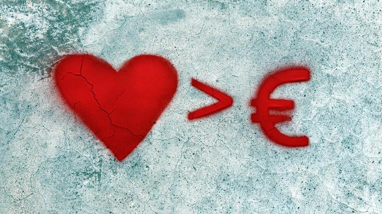 Ein Herz, dann ein größer Zeichen ,dann ein Euro-Zeichen