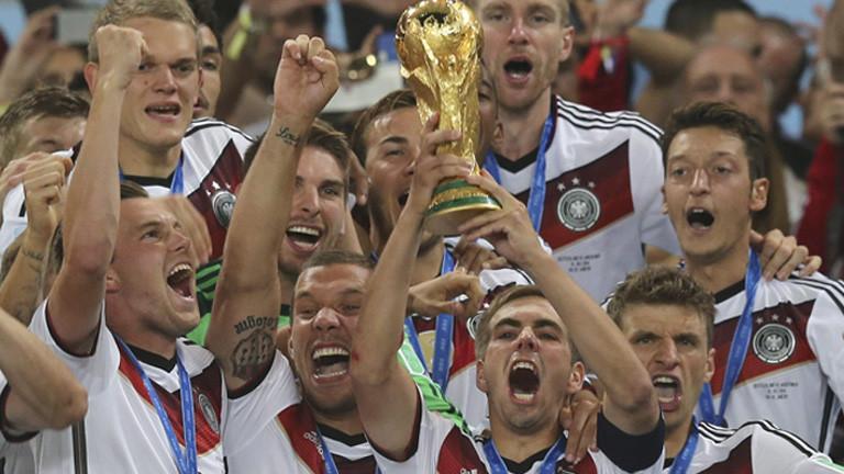 Die Fußball-Nationalelf um Kapitän Philipp Lahm feiert den Titelgewinn bei der Fifa WM 2014.