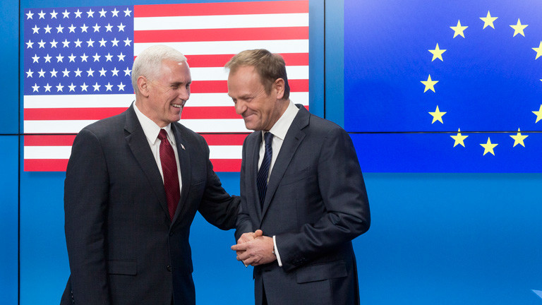 Mike Pence mit Donald Tusk